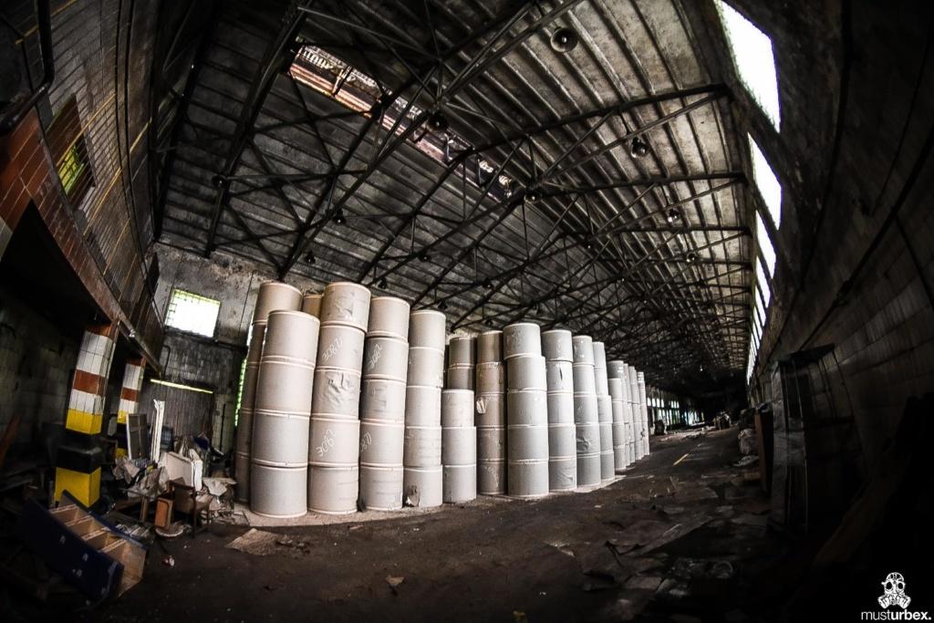 URBEX Królewska Fabryka Papieru MustUrbex Papiernia Konstancin Jeziorna hala fabryka magazyny fabryka