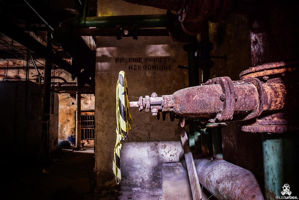 URBEX Królewska Fabryka Papieru MustUrbex Papiernia Konstancin Jeziorna hala fabryka zawór hala palenie papieru wzbronione