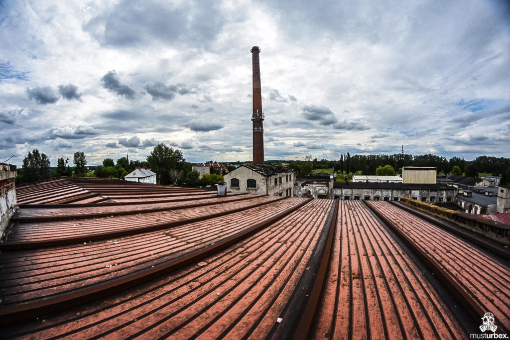 URBEX Królewska Fabryka Papieru MustUrbex Papiernia Konstancin Jeziorna widok z góry dach komin