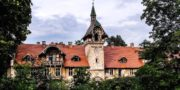 malowniczy-dwór-pałac-z-kogutkiem-na-dolnym-śląsku-urbex-musturbex-01