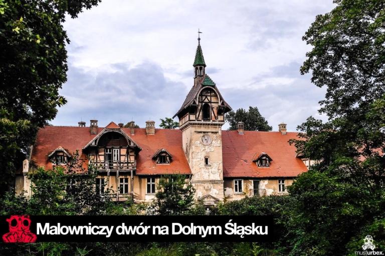 Malowniczy dwór - pałac w Osłej na Dolnym Śląsku, Osła 62, Dolny Śląsk - widok na dwór z parkiem