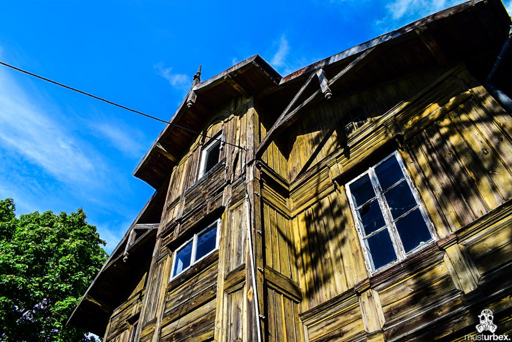 Opuszczony świdermajer Białołęka - Warszawa, ul. Fletniowa, drewno, opuszczona willa musturbex sach okna