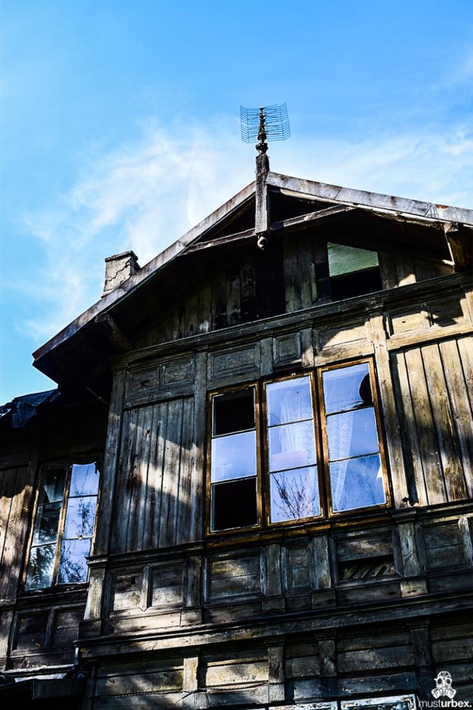Opuszczony świdermajer na Białołęce - Warszawa, ul. Fletniowa 2, drewno, opuszczona willa musturbex antena koszykowa