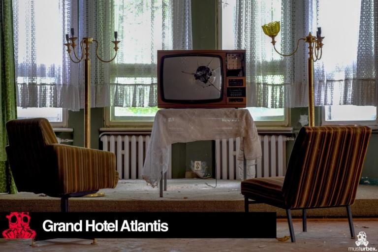 Grand Hotel Atlantis URBEX opuszczony hotel, abandoned hotel, verlassene Hotel, URBEX Biosfera, biosphere, decay, opuŝtêny hotel, musturbex, telewizor, fotele, lampy, zasłony