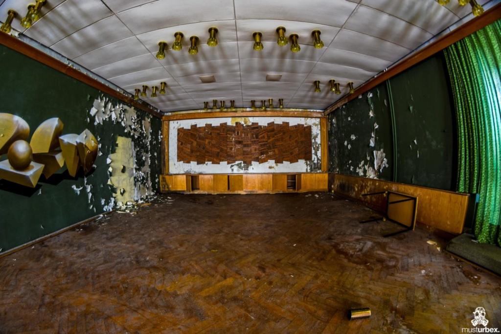 Grand Hotel Atlantis opuŝtêny hotel, musturbex, URBEX opuszczony hotel, abandoned hotel, verlassene Hotel, sala taneczna, zielona sala z parkietem