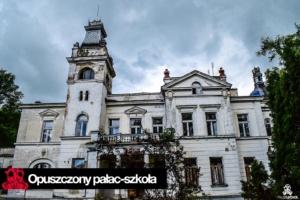 Opuszczony pałac – szkoła