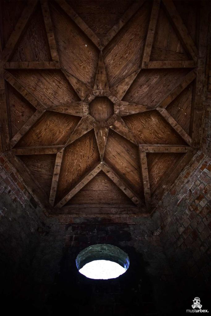 Najmłodszy zamek w Polsce,urbex, musturbex, chateau, opuszczony zamek, abandoned castle, urbex palace, the newest castle in Poland, abandonado castillo, el castillo más nuevo en Polonia, verlassenes Schloss, das neueste Schloss in Polen, opuštěný hrad, nejnovější hrad v Polsku, opustený hrad, najnovší hrad v Poľsku, zamek Łapalice sufit sklepienie niedokończony pałac moloch