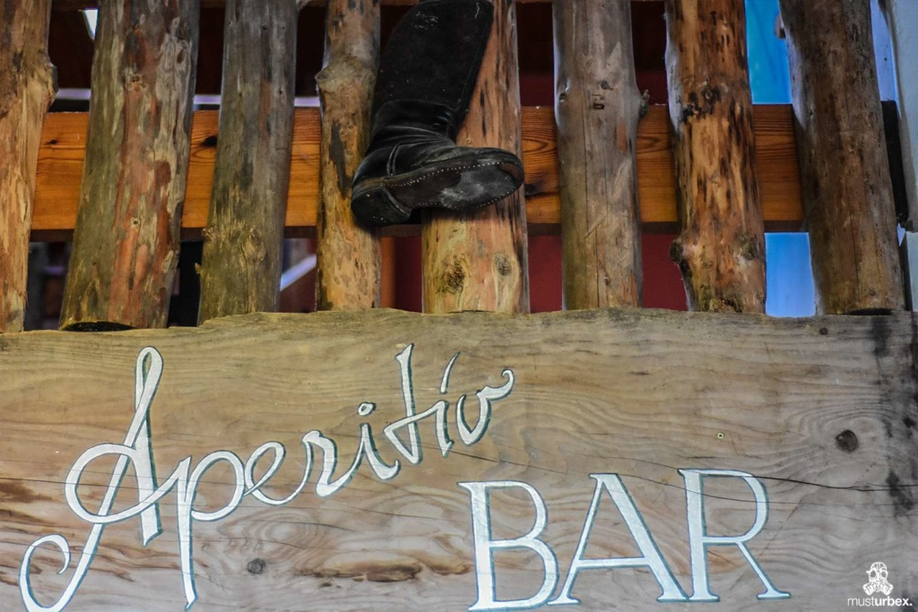 Opuszczony hotel uzdrowiskowy urbex musturbex abandoned spa hotel opuštěný lázeňský hotel verlassene Spa-Hotel hotel spa abandonado opustený kúpeľný hotel aperitiv bar aperitif bar but kozak drewno