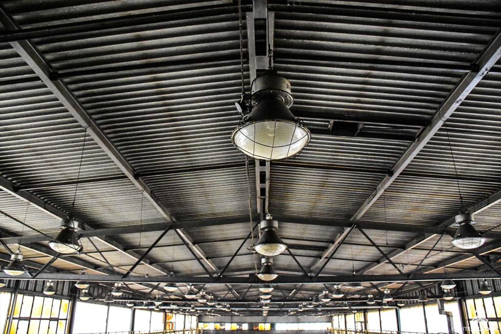 Opuszczona odlewnia urbex industrial musturbex abandoned foundry verlassene Gießerei fundición abandonada opuštěná slévárna decay hala lampy zakład przedsiębiorstwo