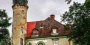 Pałac_z_niebieskimi_schodami_Palace_with_blue_stairs_Palast_mit_blauen_Treppen_Palác_s_modrými_schody_URBEX_MustUrbex_01