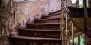 Pałac_z_niebieskimi_schodami_Palace_with_blue_stairs_Palast_mit_blauen_Treppen_Palác_s_modrými_schody_URBEX_MustUrbex_13