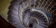 Pałac_z_niebieskimi_schodami_Palace_with_blue_stairs_Palast_mit_blauen_Treppen_Palác_s_modrými_schody_URBEX_MustUrbex_15
