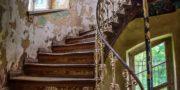 Pałac_z_niebieskimi_schodami_Palace_with_blue_stairs_Palast_mit_blauen_Treppen_Palác_s_modrými_schody_URBEX_MustUrbex_23