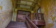 Pałac_z_niebieskimi_schodami_Palace_with_blue_stairs_Palast_mit_blauen_Treppen_Palác_s_modrými_schody_URBEX_MustUrbex_31