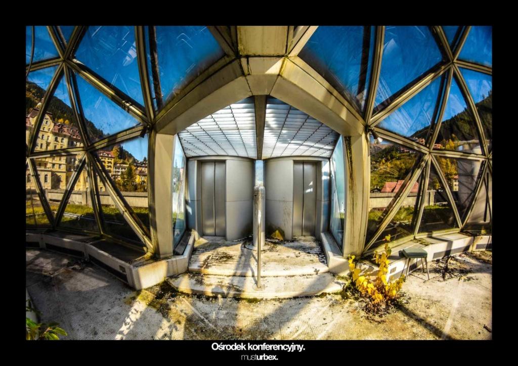 URBEX w Fotografii III URBEX wystawa URBEX FOTO URBEX photo opuszczony ośrodek konferencyjny windy biosphere urbex decay URBEX UFO