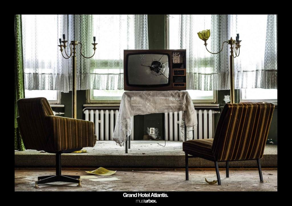 URBEX w Fotografii III URBEX wystawa URBEX FOTO URBEX photo urbex Grand Hotel Atlantis decay biosphere