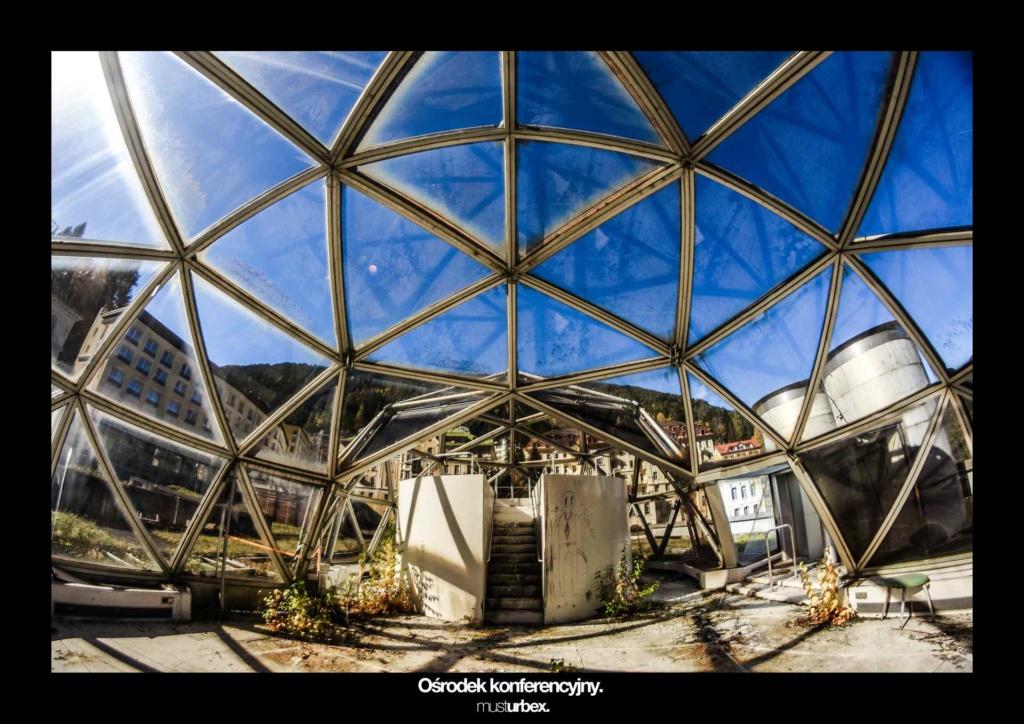 URBEX w Fotografii III URBEX wystawa URBEX FOTO URBEX photo opuszczony osrodek konferencyjny szklana kopuła urbex biosfera urbex biosphere decay
