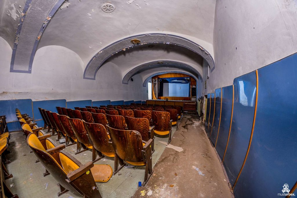 Opuszczony Pałac z kinem, opuszczony pałac, verlassener Palast mit Kino, abandoned palace with cinema, opuštěný palác s kinem, palais abandonné avec cinéma, opustený palác s kinom, MustUrbex, Chateau of hope, Zámek Naděje, abandoned cinema, abandoned places, beauty of decay, opuszczone miejsce, opuszczone miejsca, urban exploration, urbex photo, urbex photography, verlassene Orte, lost place, decay, rotten place, urban exploring, urbex world, abandoned place, urban explorer, exploration, europe exploration, urbex people, lost places, beauty in decay, forgotten, forgotten place, urban exploration polska, URBEX FOTO, urbex photo, urbex fotografia, urbex photography, fotele, film, w sgarym kinie, iluzjon, bioskop, duży ekran, sala kinowa, widzowie, kinematograf, fotele audytoryjne, krzesła, siedzenia, seans filmowy, ekran