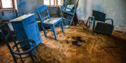 Niebieski_pokój_z_piaskiem_URBEX_Blue_room_with_sand_MustUrbex_blaues_Zimmer_mit_Sand_02
