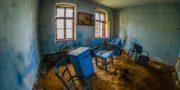 Niebieski_pokój_z_piaskiem_URBEX_Blue_room_with_sand_MustUrbex_blaues_Zimmer_mit_Sand_04