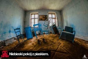 Niebieski pokój z piaskiem