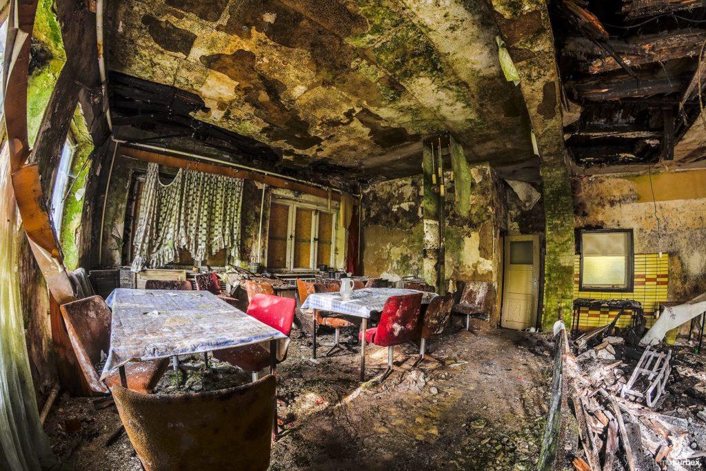 Hotel Biosphere URBEX, musturbex, opuszczony hotel Biosphere, hotel Biosfera, abandoned hotel, erholungsheim. dom dla pracowników zakładu, opuszczony dom wczasowy, ośrodek wakacyjny, dom wakacyjny, pomieszczenie, sala,