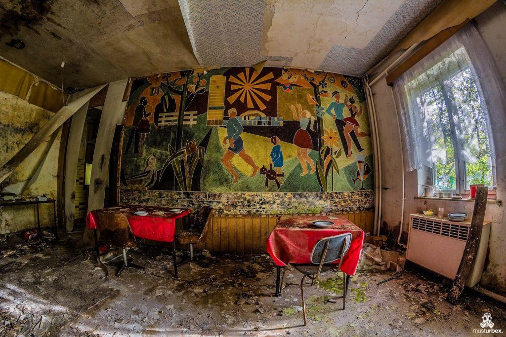 Hotel Biosphere URBEX, musturbex, opuszczony hotel Biosphere, hotel Biosfera, abandoned hotel, erholungsheim. dom dla pracowników zakładu, opuszczony dom wczasowy, ośrodek wakacyjny, dom wakacyjny, mozaika, pokój, pomieszczenie, sala
