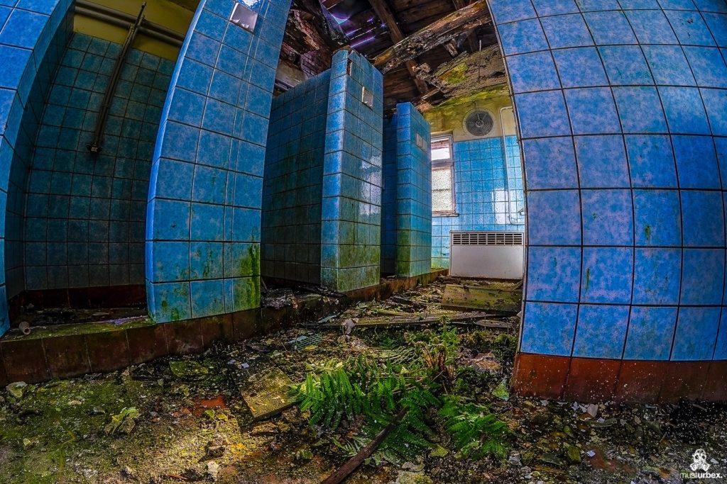 Hotel Biosphere URBEX, musturbex, opuszczony hotel Biosphere, hotel Biosfera, abandoned hotel, erholungsheim. dom dla pracowników zakładu, opuszczony dom wczasowy, ośrodek wakacyjny, dom wakacyjny, łazienka, natryski