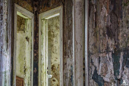 Budget Hotel urbex,abandoned Budget Hotel, opuszczony hotel, musturbex, urbex, Urban exploration, eksploracja miejska, abandoned place, architecture, architektura, europe exploration, exploration, forgotten, forgotten place, forgotten places, lost place, lostplaces, opuszczone miejsca, rotten place, urban exploration, urban explorer, urban exploring, urbex, urbex, URBEX FOTO, URBEX fotografia, URBEX photo, urbex photography, urbex Polska, urbex world, urbexfotografia, Verfall, verlassene Orte, Beauty of decay, opuszczone, zapomniane miejsca photo, Park zdrojowy i uzdrowisko, hotel, dom wypoczynkowy, zajazd, ośrodek, motelik, kurort, nocleg, hostel, dom gościnny, hotelik, austeria, pensjonat, schronisko, zakwaterowanie, mchy, mech, paprocie, natura, żółte fotele, foteliki, złote fotele,Spa- und Kurort, verlassenes Hotel, Rasthaus, Gasthaus, Resort, Motel, Resort, Unterkunft, Herberge, Gästehaus, kleines Hotel, Gasthaus, Gästehaus, Unterschlupf, Unterkunft, Moose, Moos, Farne, Natur, gelbe Sessel, Sessel, golden Sessel, spa and health resort, abandoned hotel, rest house, inn, resort, motel, resort, accommodation, hostel, guesthouse, small hotel, inn, guesthouse, shelter, accommodation, mosses, moss, ferns, nature, yellow armchairs, armchairs, golden armchairs