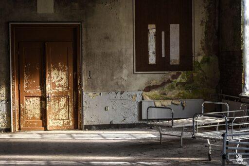 Sanatorium Tuberculosis urbex,sanatorium tuberculose,opuszczone sanatorium, abandoned sanatorium, musturbex, urbex, Urban exploration, eksploracja miejska, abandoned place, architecture, architektura, europe exploration, exploration, forgotten, forgotten place, forgotten places, lost place, lostplaces, opuszczone miejsca, rotten place, urban exploration, urban explorer, urban exploring, urbex, urbex, URBEX FOTO, URBEX fotografia, URBEX photo, urbex photography, urbex Polska, urbex world, urbexfotografia, Verfall, verlassene Orte, Beauty of decay, opuszczone, zapomniane miejsca photo,tuberculosis hospital, nursing home phthisis,neogotycka kaplica z wieżyczką , lecznica, choroby płuc, budynek z XIX wieku, ośrodek leczenia osób z chorobami płuc, laboratoria, gabinety zabiegowe